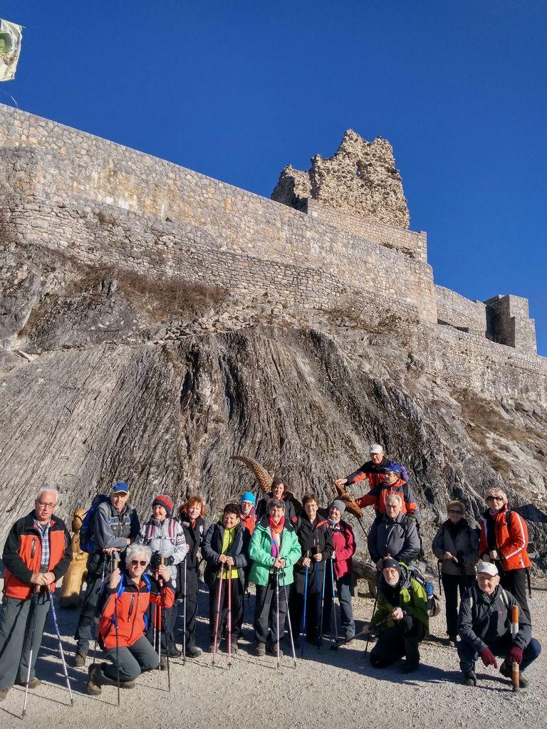 Pohodniki na Smledniškem gradu