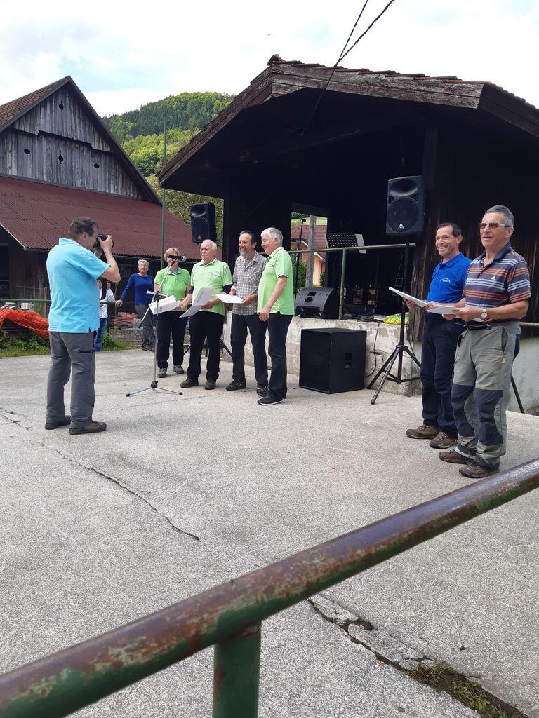 Preddvorski pohodniki na meddruštvenem pohodu upokojencev gorenjske regije