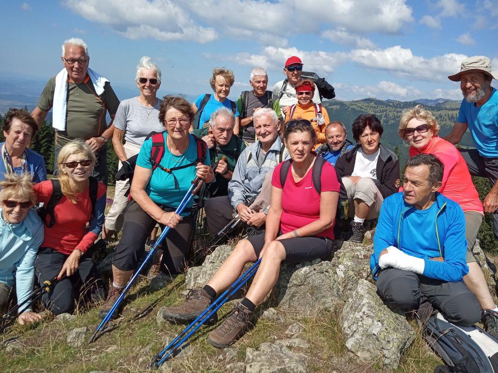 Pohodniki na vrhu Kašne planine (Kranjska reber)