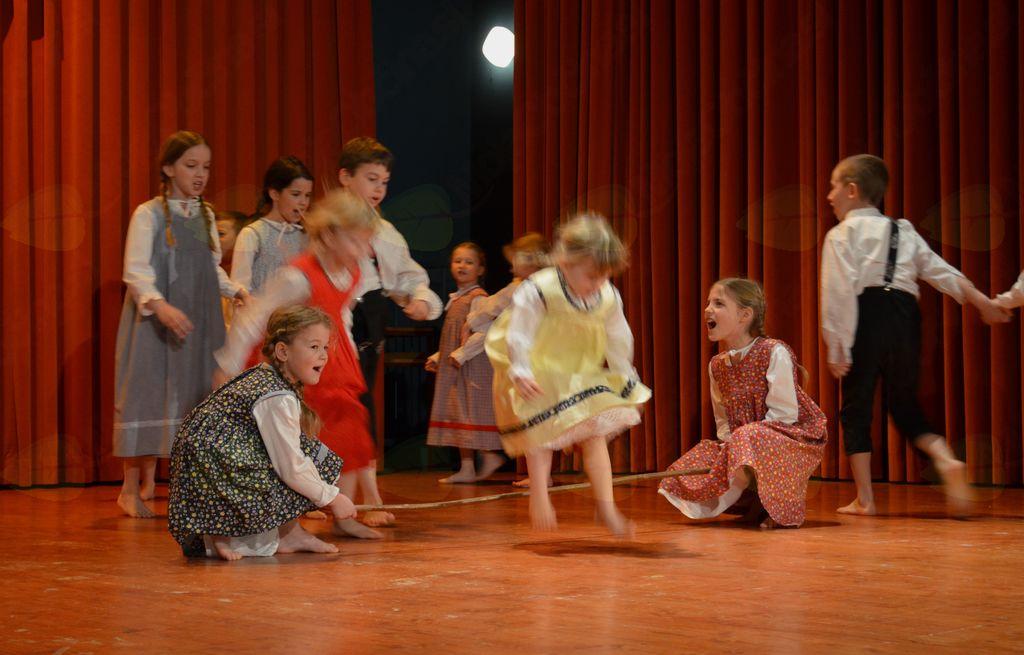 Folklorni podmladek iz KD Rožmarin