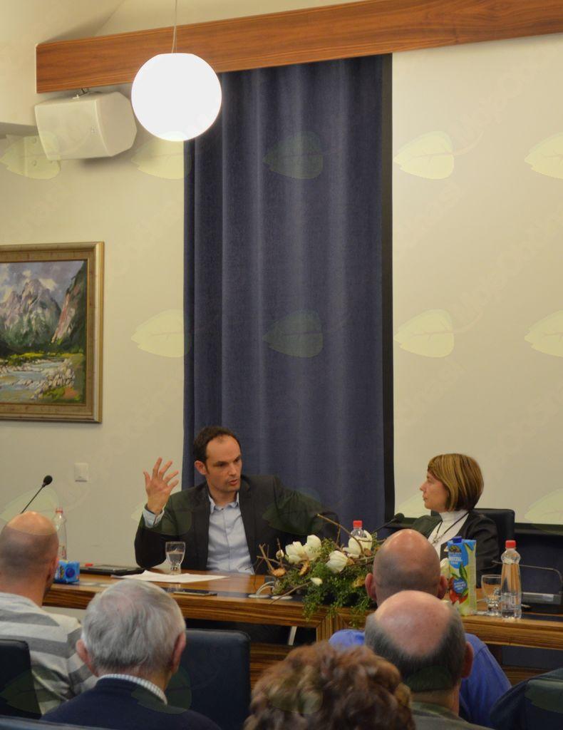 Okrogla miza z dr. Anžetom Logarjem