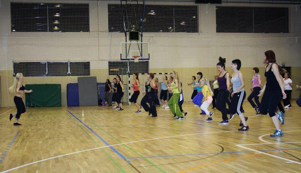 PLESNI TEČAJ ZA ŽENSKE - Dame plešejo tudi ob ponedeljkih!