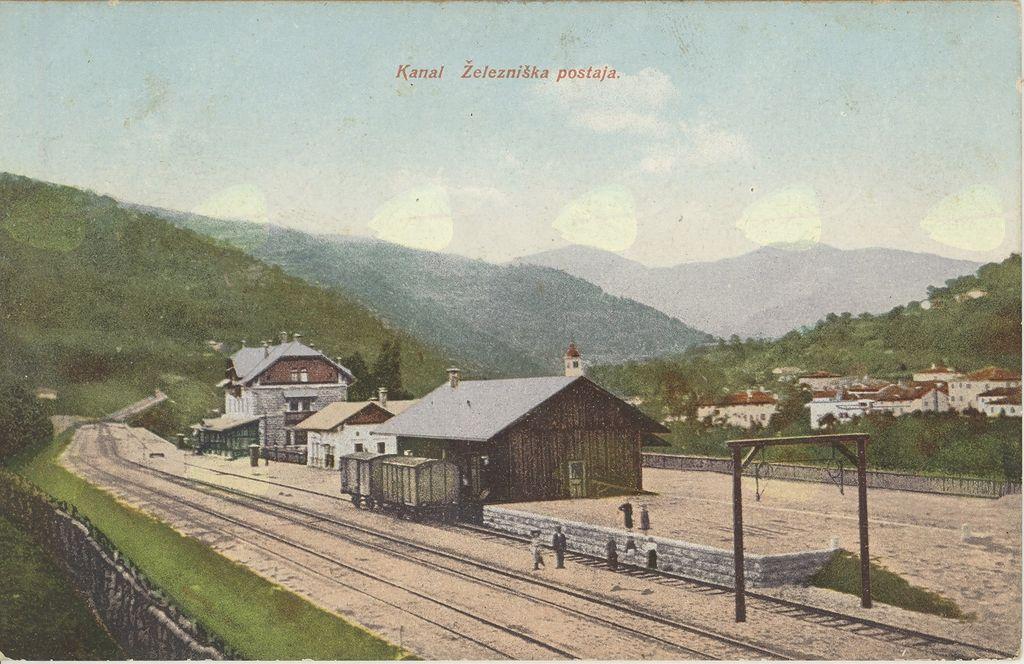 Železniška postaja v Kanalu (Pokrajinski arhiv v Novi Gorici, PANG 667 – Zbirka razglednic krajev, Kanal 845)