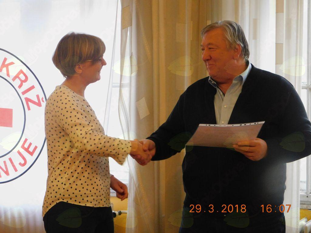 Podelitev priznanja za obnovitev licence Špeli Albreht.