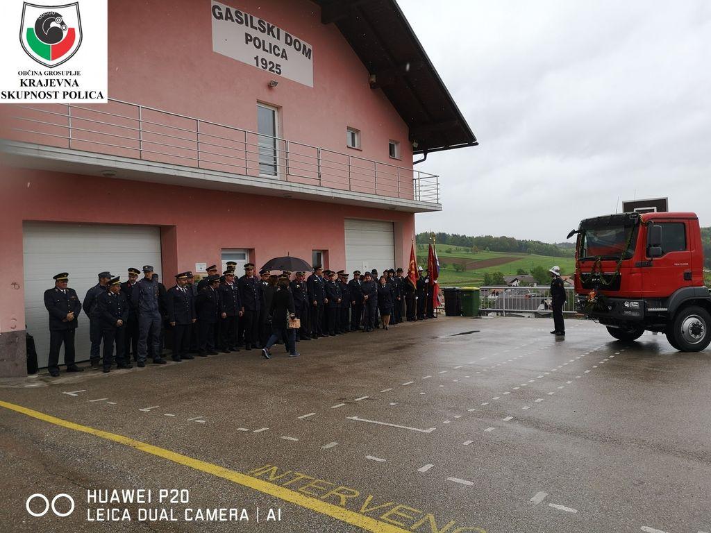 Zbor gasilcev in gasilk pred PGD Polica