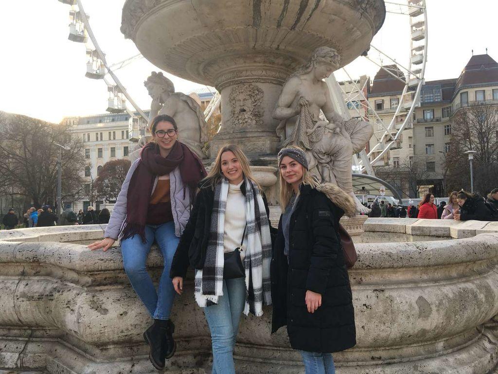 Dijakinje na nagradnem izletu na Dunaju in v Budimpešti