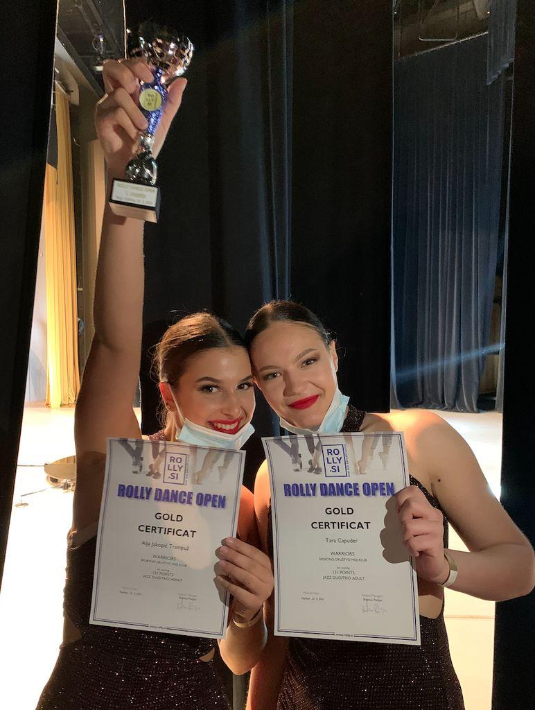 Alja in Tara sta na dveh tekmovanjih osvojili kar 4 zlate medalje in pokal