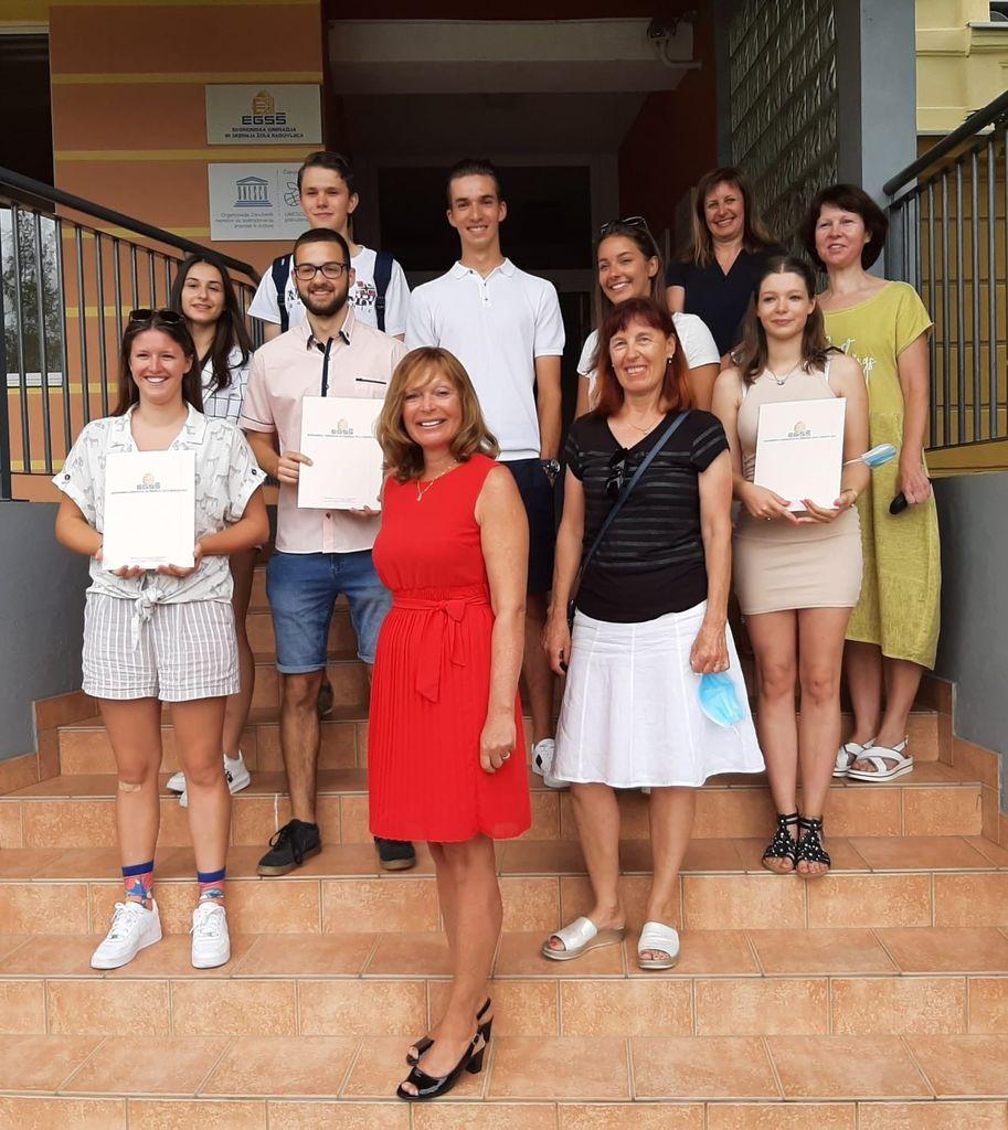 Gimnazijci EGSŠ Radovljica na podelitvi maturitetnih spričeval