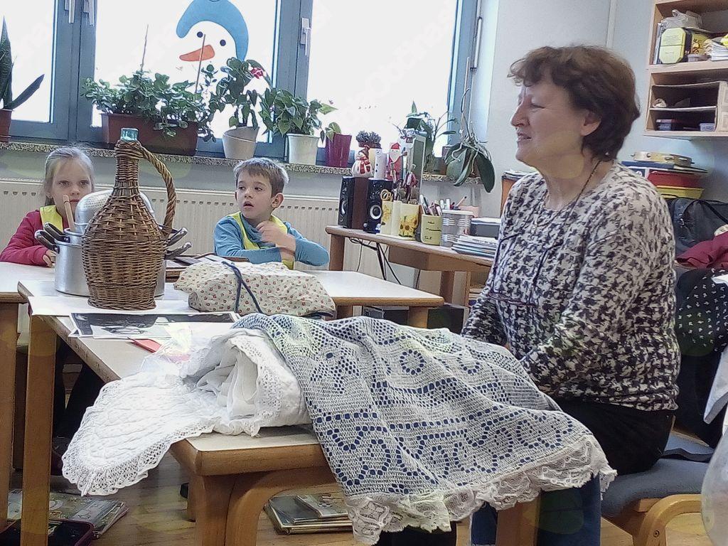 Zgodovinarka Lilijana Vidrih Lavrenčič na obisku v Podnanosu. Foto: Vida Trošt Vidic