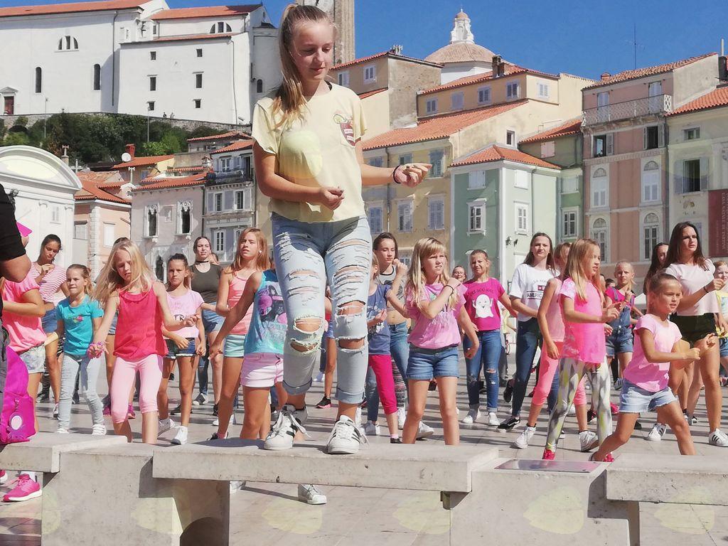 Plesalci plesnega kluba EL1 zaplesali v filmu