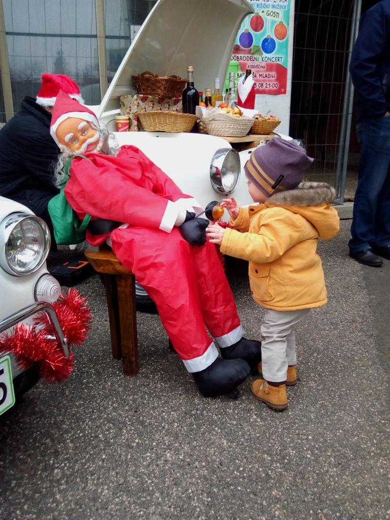 Starodobniki na božično novoletnem sejmu