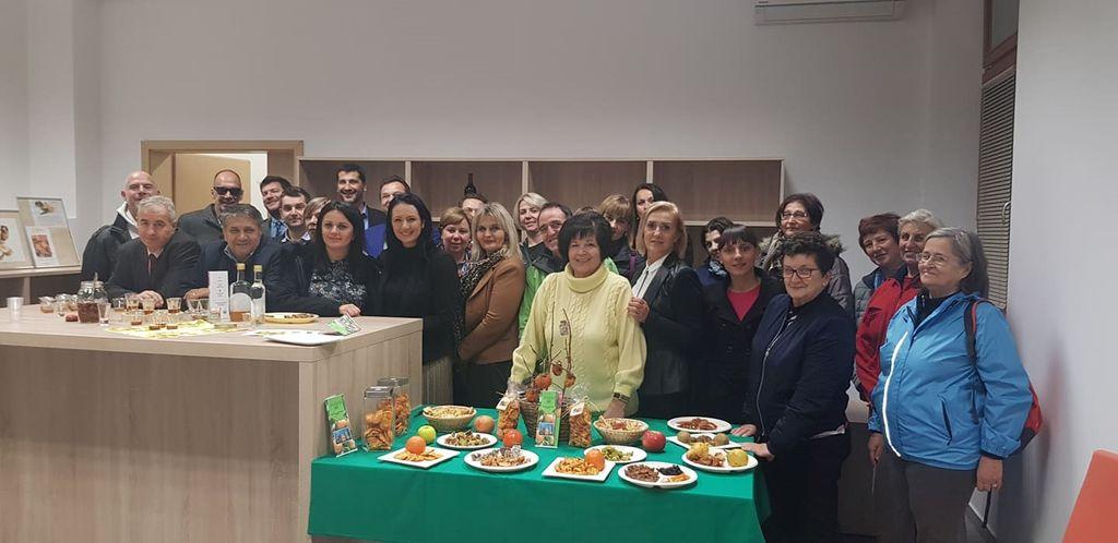 Obisk ministrov iz BIH in udeleženci delavnice (foto: Ksenja Sulič, Ljudska univerza Ajdovščina).