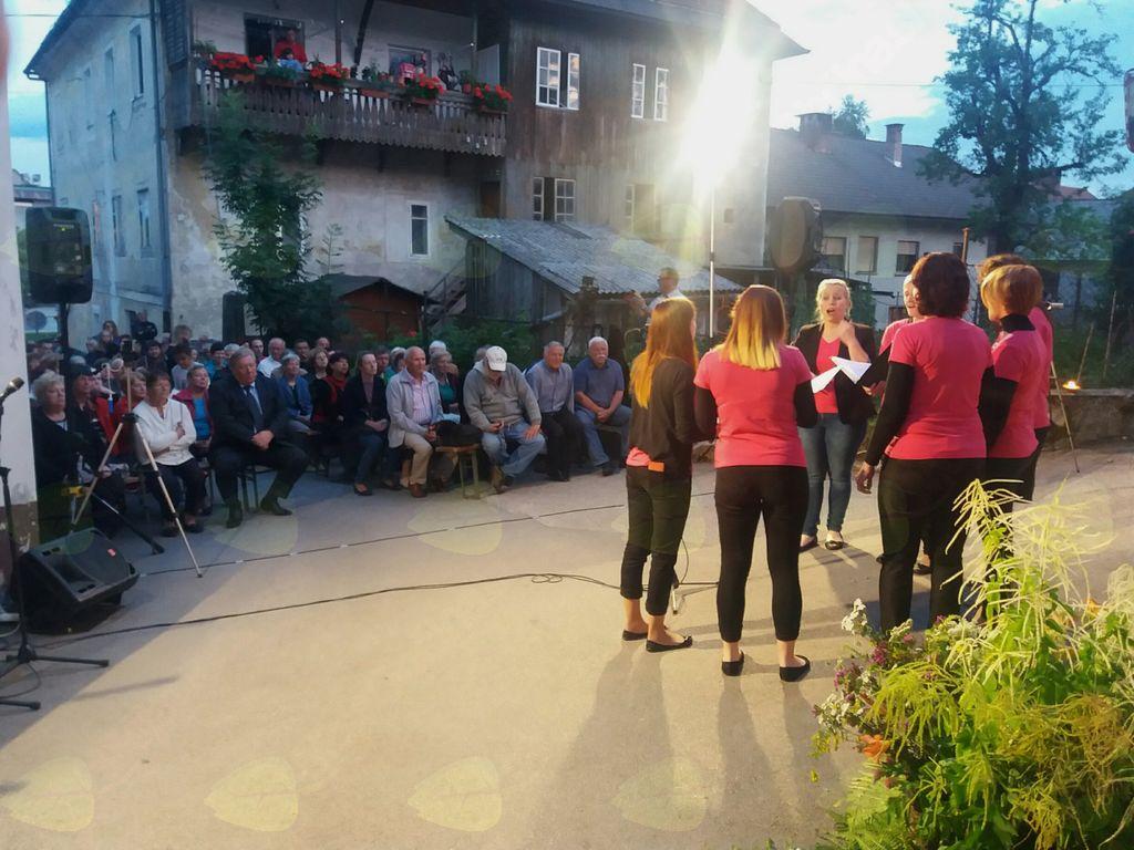 Ženski zbor Kresnice iz Loške doline