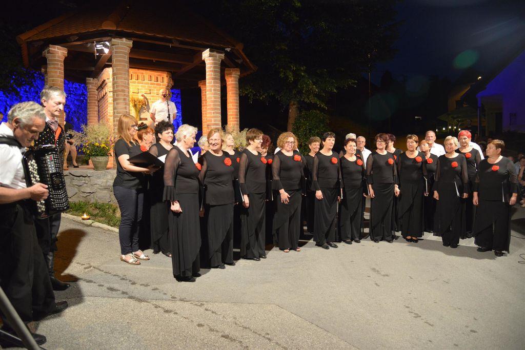 Gostitelj večera Mešani pevski zbor Pevskega društva Logatec