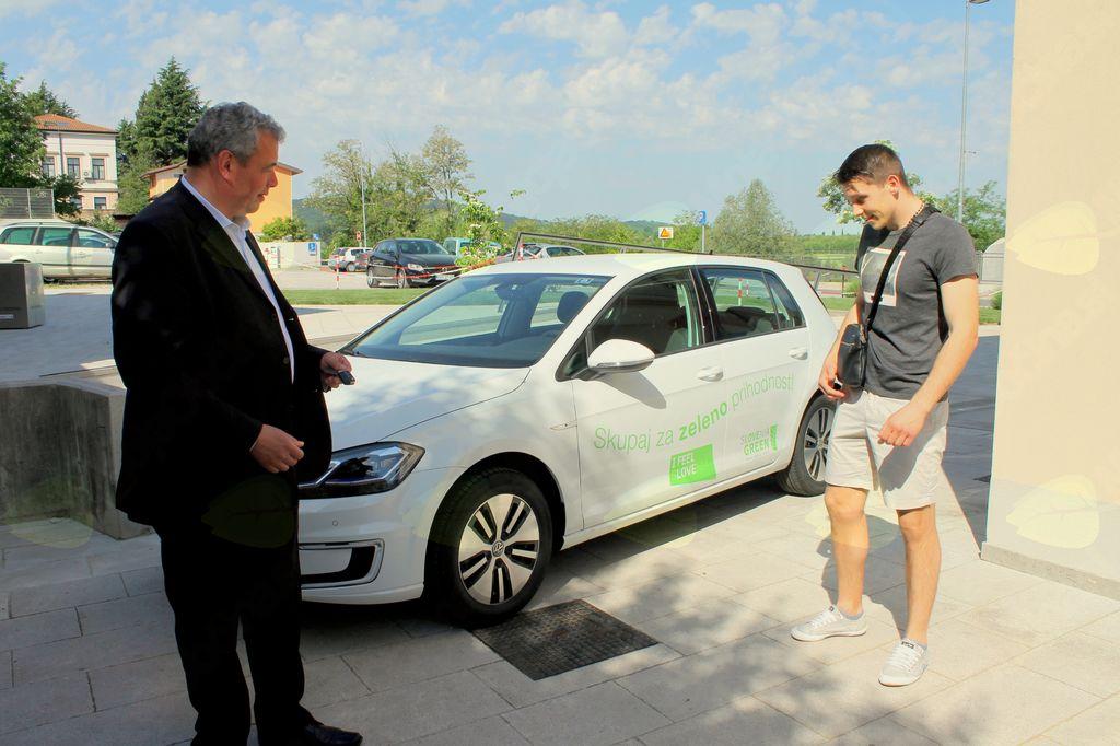 Stefan Stanić prevzel električni avtomobil