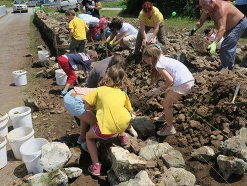 Suho zidarska akcija obnove vaških suhozidov v Lipi na Krasu