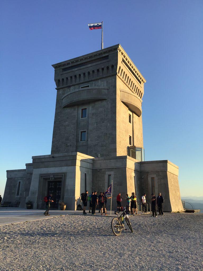 6. spominski pohod članov Društva veteranov Sever Severne Primorske s Cerja na Triglav