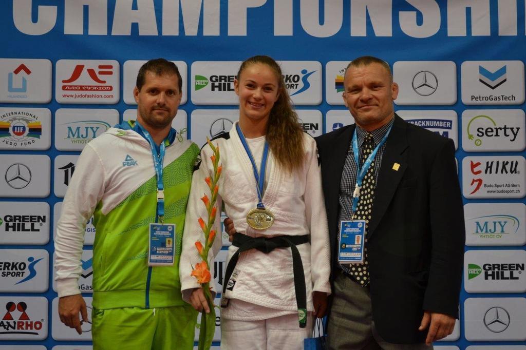 Zala Pečoler s trenerjema Ruslanom Yankovskim in Borutom Maroškom