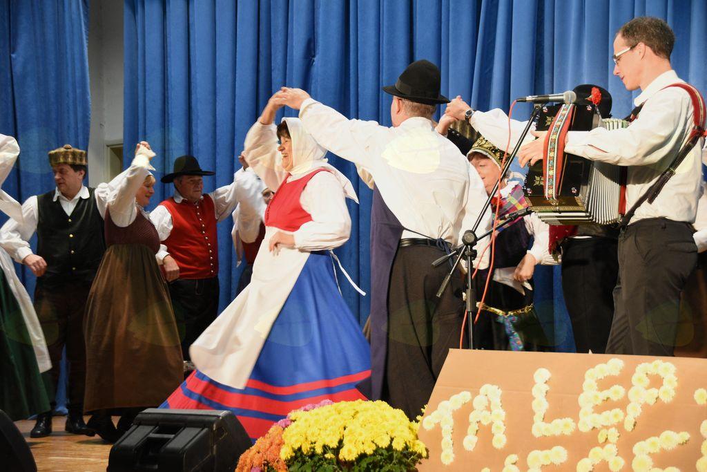 Med nastopom-Folklorna skupina Grof Blagaj