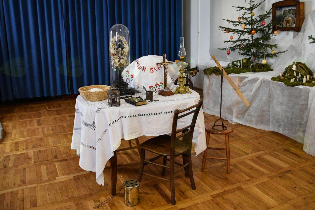 Miza pripravljena za božični večer