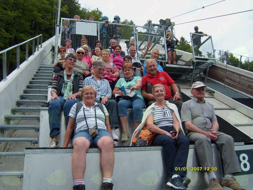 skupinska slika na vrhu skakalnice
