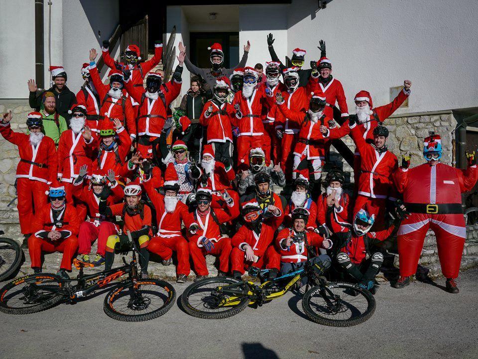 40 Božičkov s kolesi na Lisci