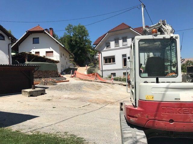 Eno od številnih gradbišč v Borovnici