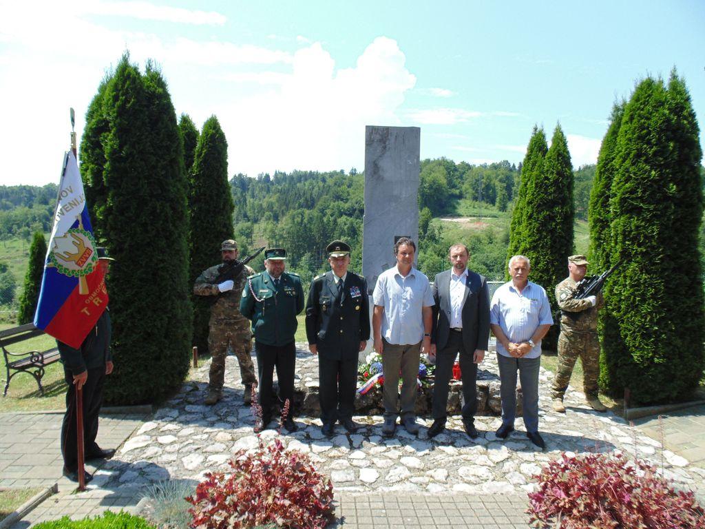 Skupna delegacija OZVVS Trebnje, Občine Trebnje, Vojašnice Franca Uršiča in družine Uršič