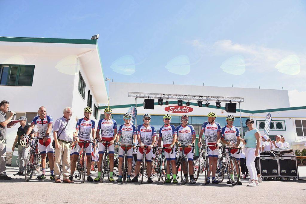 Ekapia kolesarjev Izvir Vipava z vodilnimi iz podjetja Ekolat