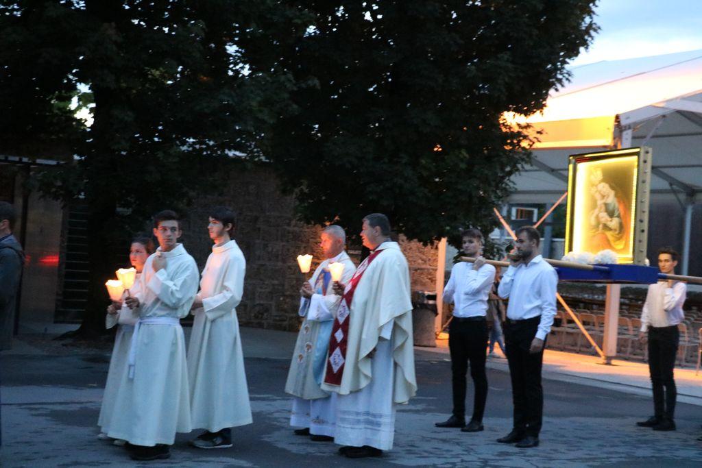 Predvečer praznika kronanja milostne podobe Marije Pomagaj