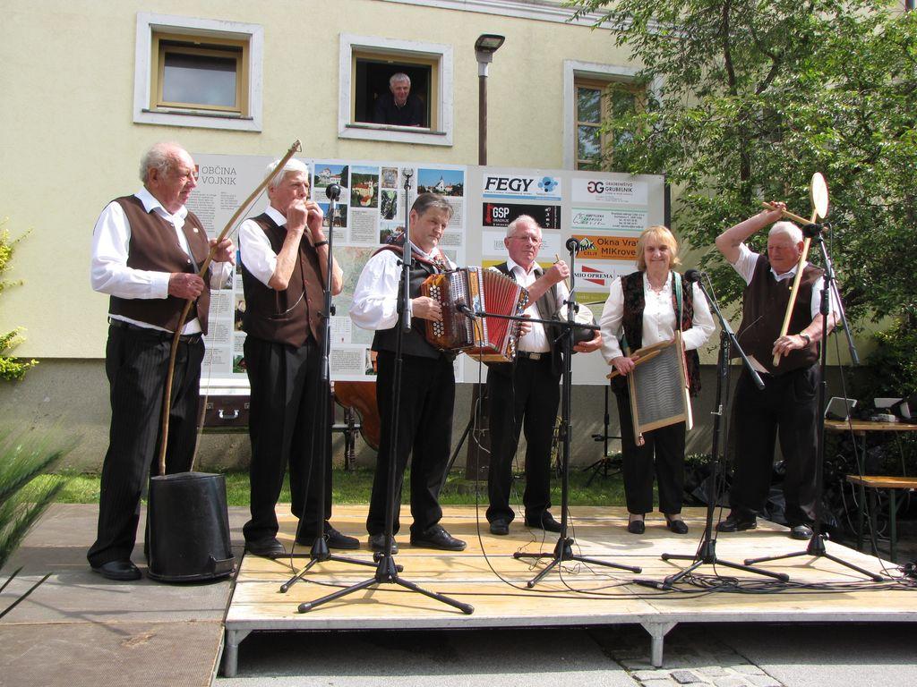 Fotoutrinki: Folklora na vasi v Novi Cerkvi