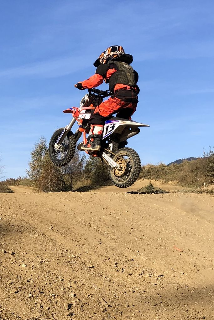 Bodoči motokrosist Alex