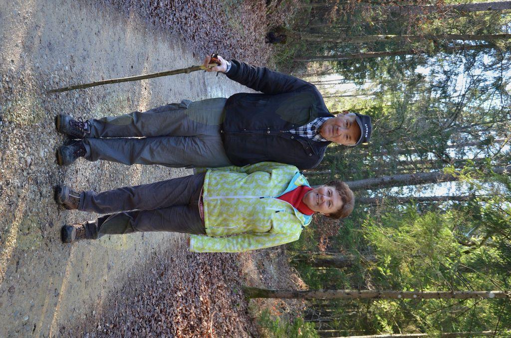 Tudi Peter Lah in žena Ana sta uživala v lepem sprehodu.