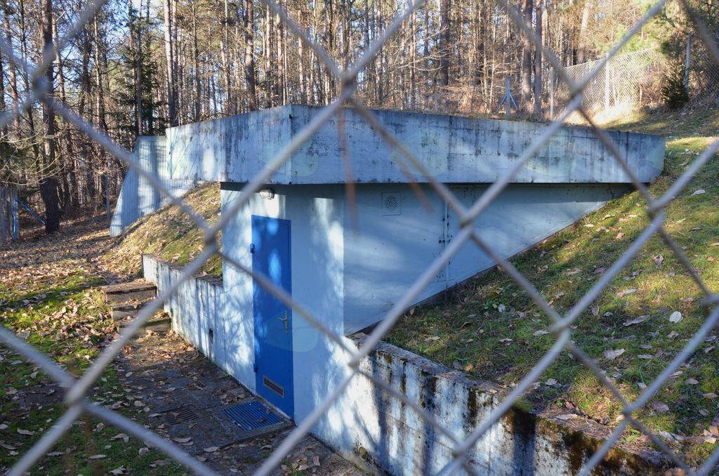 Vodno zajetje nad Bukovico je skrbno varovano.