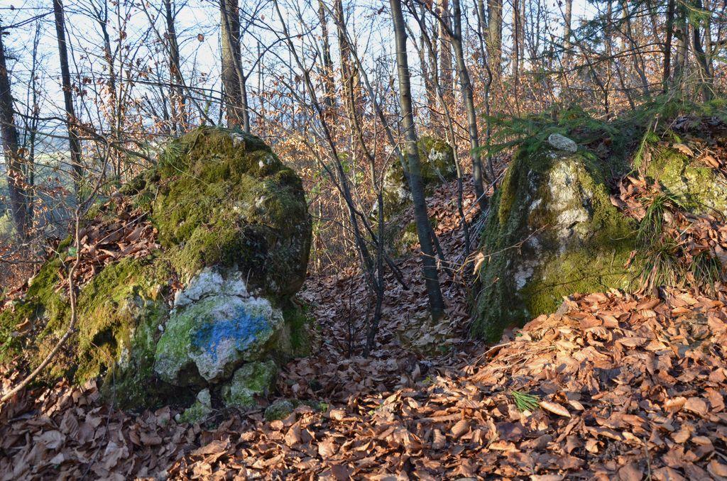Tukaj sta po ljudskem izročilu počivala puščavnik in Peter Pavel Glavar