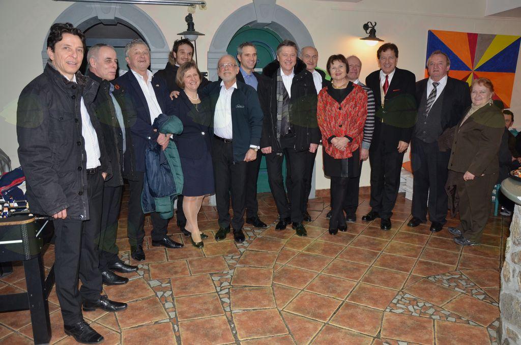 Koncerta se je udeležil tudi predsednik Čebelarske regije P. P. Glavarja Anton Koželj s soprogo (skrajno desno).