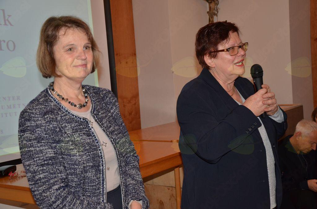 Dr. Marija Klobčar medtem razmišlja, kaj in koliko naj bi povedala poslušalcem.