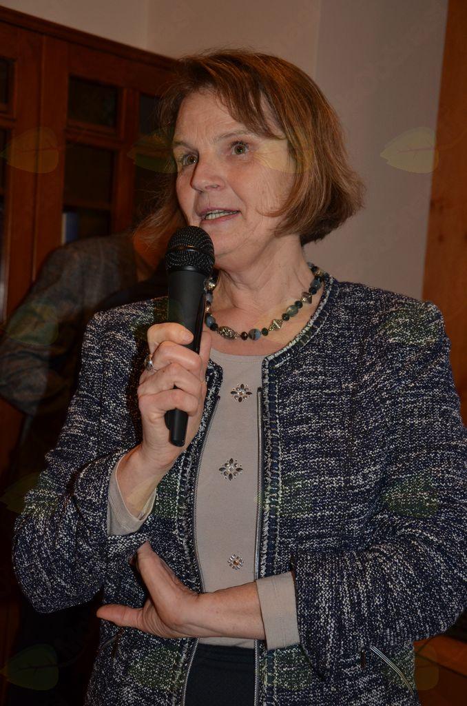 Dr. Marija Klobčar: Res bom krajša, čeprav vam imam toliko povedati o zgodovini Kamnika in njegovem jezeru.