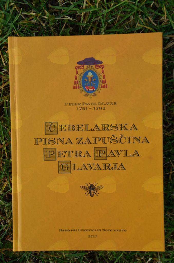 Naslovnica Glavarjevih strokovnih spisov o čebelah in čebelarstvu, zbranih in objavljenih v eni knjigi.