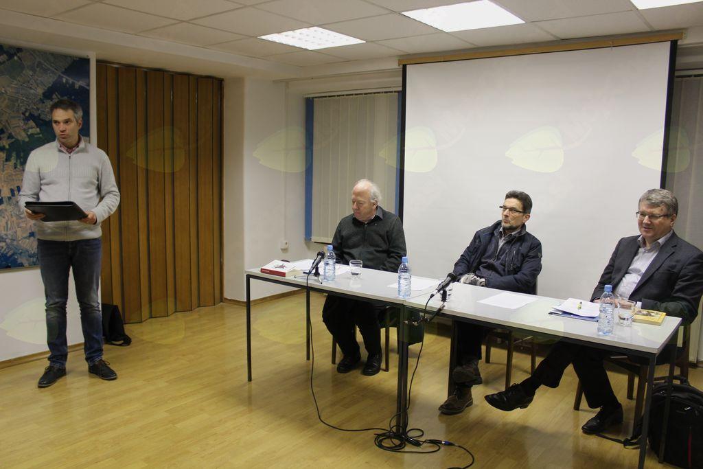 Štefan Petkovšek, predsednik UPPG, pozdravlja udeležence Krekovega večera.