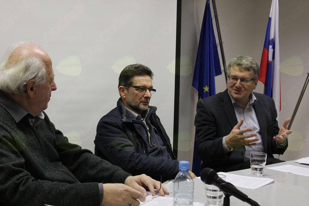 Pogovor z dr. Ivanom Štuhecom (v sredini) in dr. Igorjem Bahovcem (desno) je vodil domačin Jožef Pavlič.