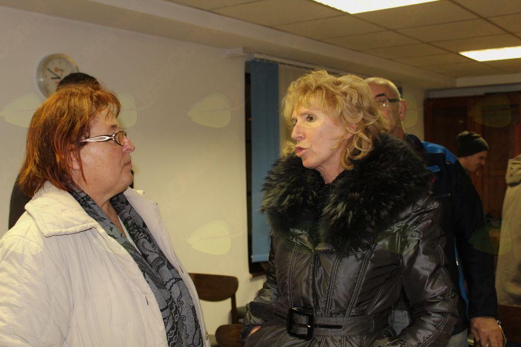 Gospa Danica Zmrzlikar (v pogovoru z gospo Viktorijo Drolec (desno) bo imela kot poročevalka kaj napisati v Aplenco.