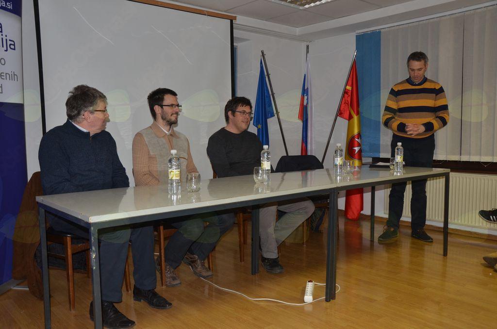 Štefan Petkovšek pozdravlja goste drugega Krekovega večera v Komendi.