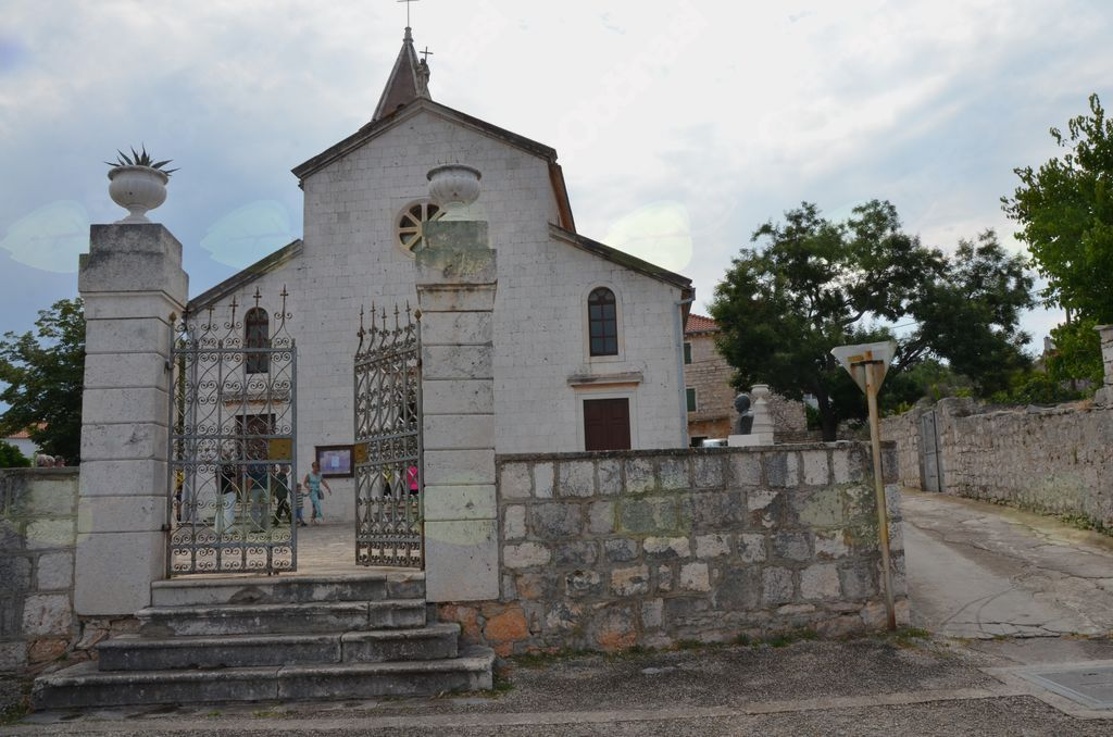 Pogled na župnijsko cerkev v Gornjem Selu