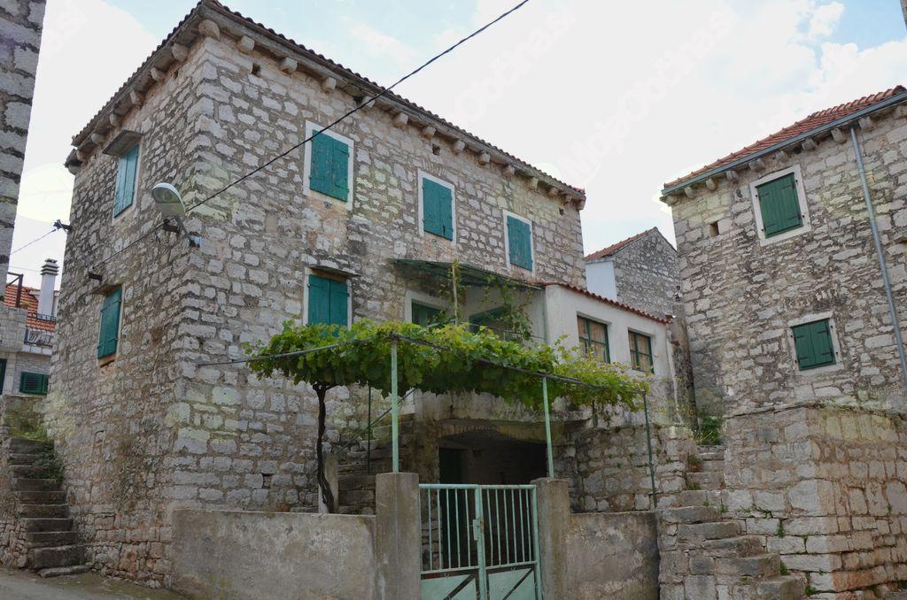 Značilne šoltanske hiše v Gornjem Selu