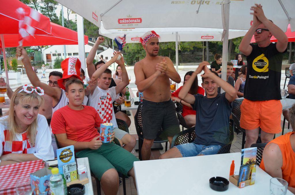 Bučno navijanje Hrvatov
