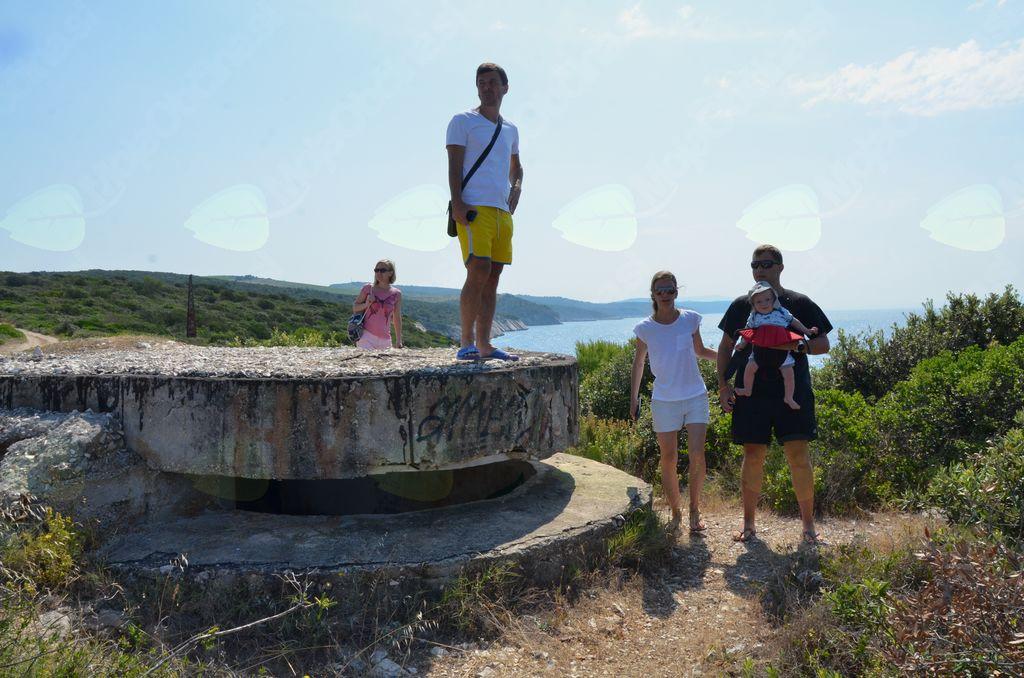 Ob nekdanjih bunkerjih na otoku