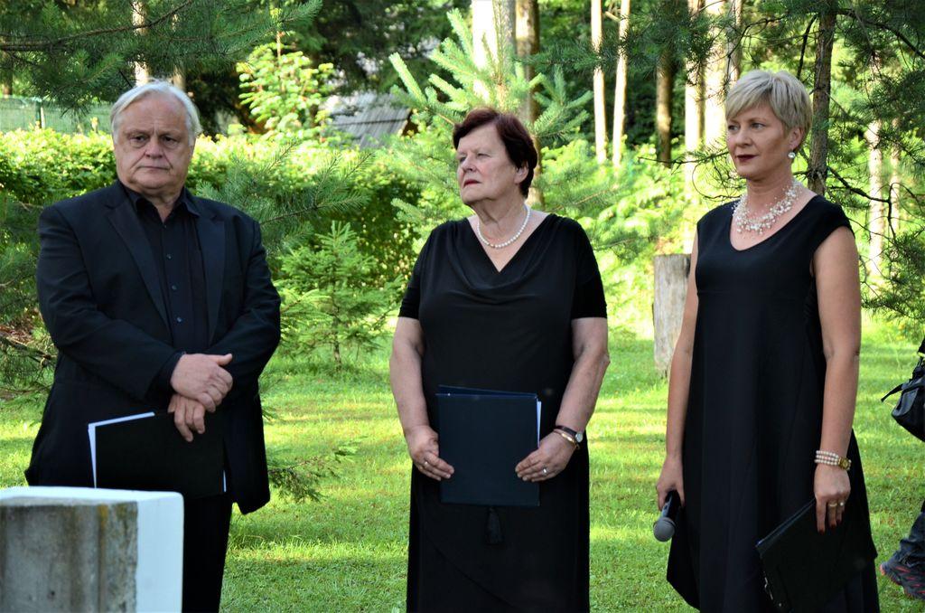 POMNIK PISATELJU VLADIMIRJU KAVČIČU (1932-2014)