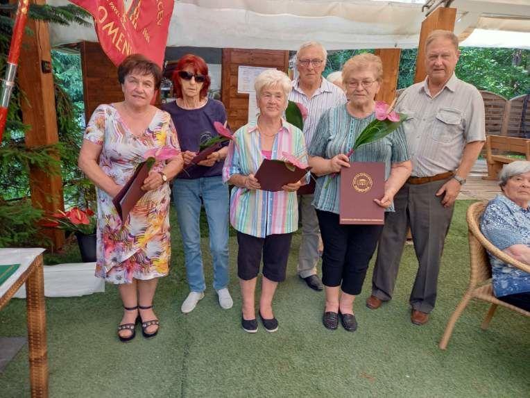 Društvena priznanja so dobili (z leve proti desni): Polonca Pibernik, Marija Slapar, Marinka Pavšek, Ivanka Juhant in Franc Plevel