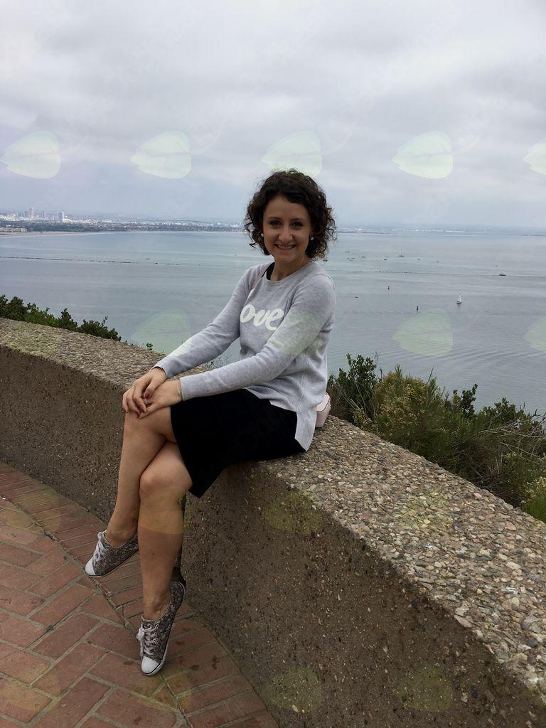 Klara s pogledom na središče San Diega